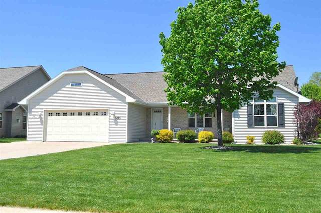 2025 Luxury Drive, Green Bay, WI 54313 (#50240385) :: Todd Wiese Homeselling System, Inc.