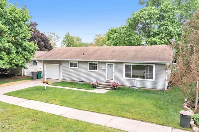 814 Demarest Avenue, Waupaca, WI 54981 (#50240642) :: Carolyn Stark Real Estate Team