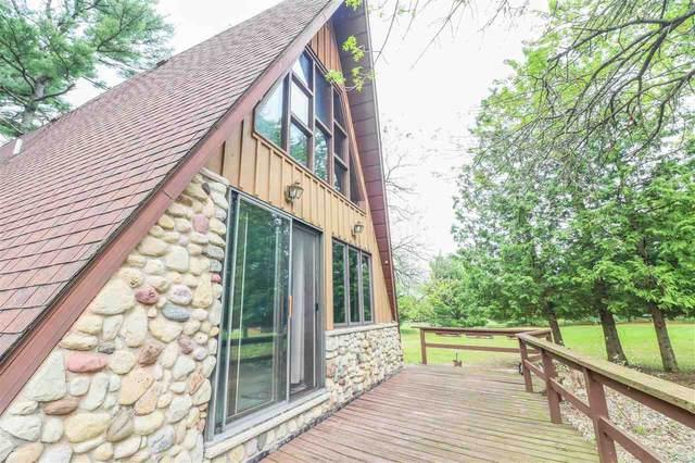 N1690 Patrick Lane, Waupaca, WI 54981 (#50240932) :: Carolyn Stark Real Estate Team
