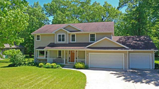805 Woodland Circle, Waupaca, WI 54981 (#50241233) :: Carolyn Stark Real Estate Team