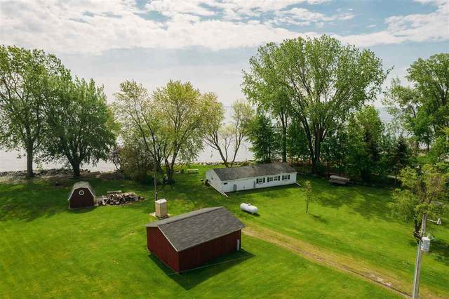 2682 Kunzer Beach Lane, Little Suamico, WI 54141 (#50241570) :: Carolyn Stark Real Estate Team