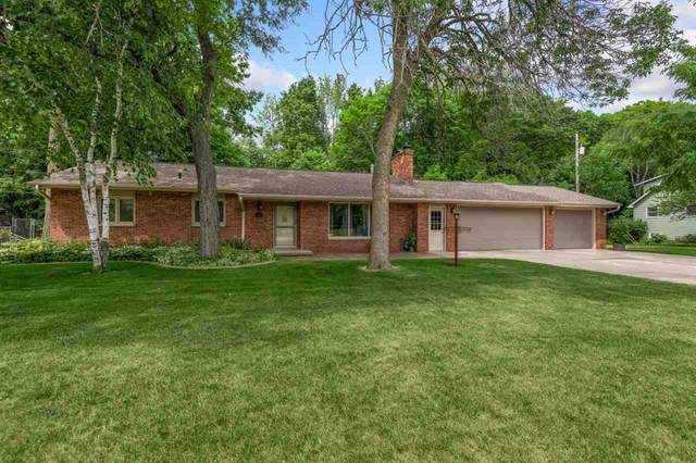 2541 Little Creek Lane, Green Bay, WI 54311 (#50242128) :: Todd Wiese Homeselling System, Inc.