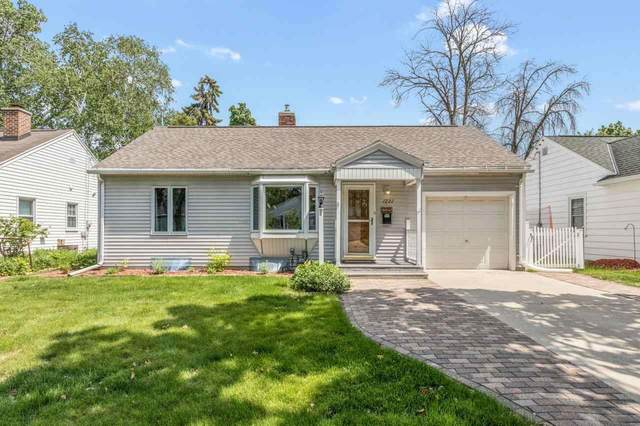 1221 Marquette Avenue, Green Bay, WI 54304 (#50242171) :: Town & Country Real Estate