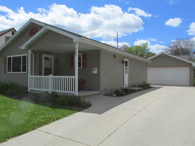 2119 N Superior Street, Appleton, WI 54911 (#50242359) :: Todd Wiese Homeselling System, Inc.
