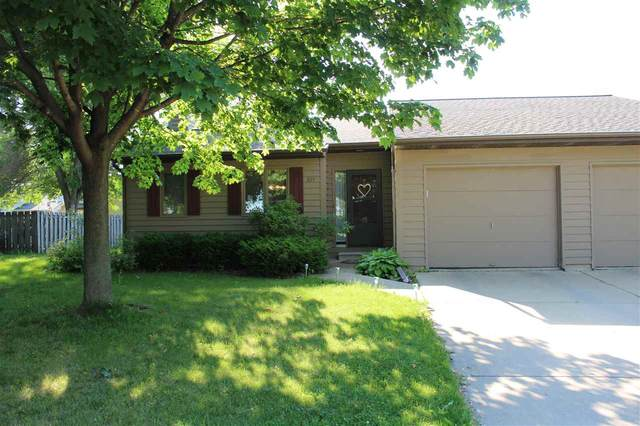 825 Manitowish Place A, De Pere, WI 54115 (#50242388) :: Todd Wiese Homeselling System, Inc.