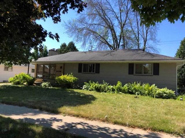 1307 E Pershing Street, Appleton, WI 54911 (#50242572) :: Todd Wiese Homeselling System, Inc.