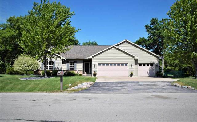939 Tanglewood Drive, Little Suamico, WI 54141 (#50242971) :: Todd Wiese Homeselling System, Inc.