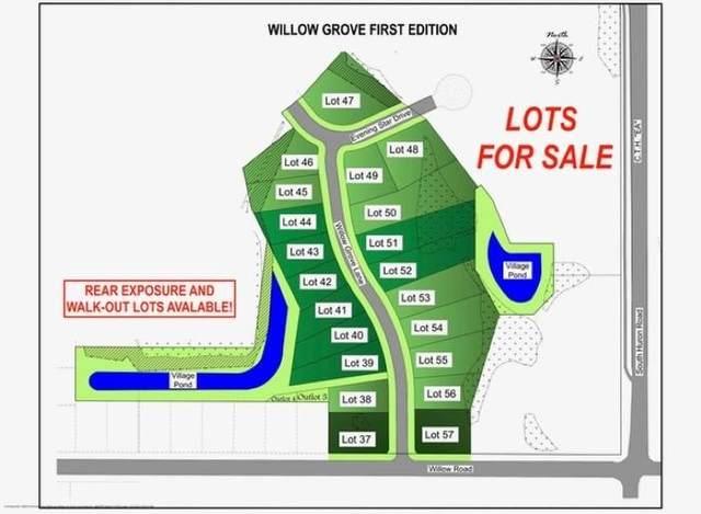 2612 Willow Grove Lane, Green Bay, WI 54311 (#50244493) :: Ben Bartolazzi Real Estate Inc