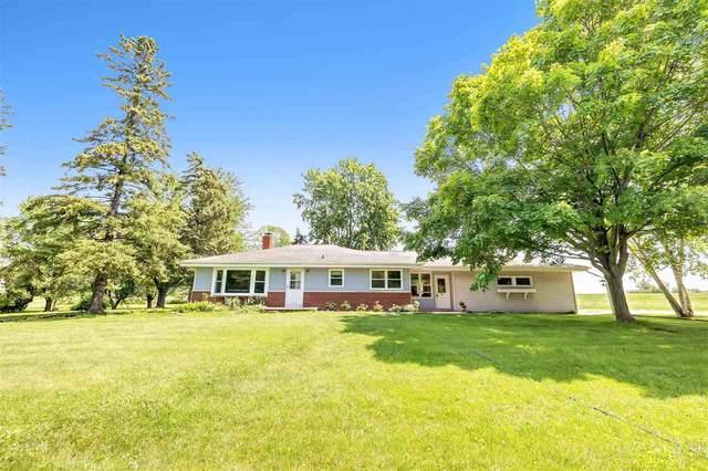 2305 Greenleaf Road, De Pere, WI 54115 (#50244603) :: Carolyn Stark Real Estate Team