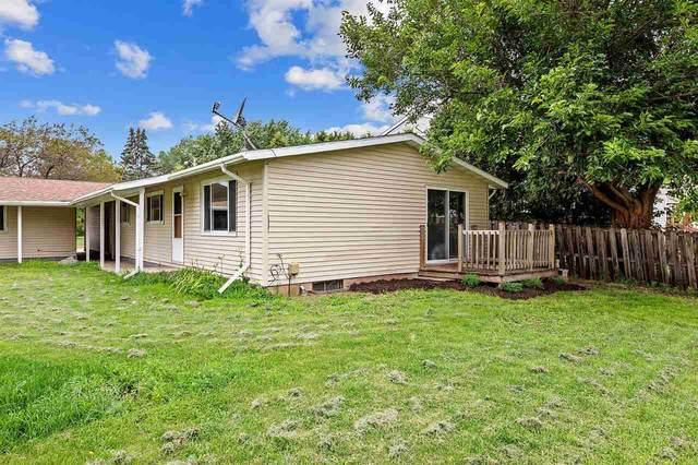 2122 Grove Street, Oshkosh, WI 54901 (#50244757) :: Ben Bartolazzi Real Estate Inc