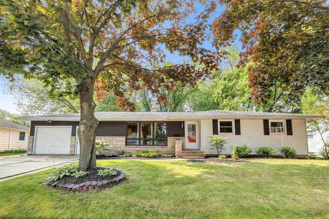 825 Westwood Drive, De Pere, WI 54115 (#50244798) :: Todd Wiese Homeselling System, Inc.