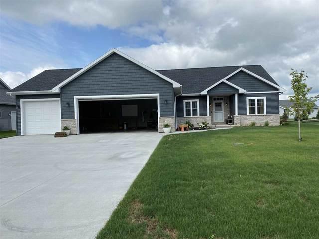 4725 N Vincent Drive, Appleton, WI 54913 (#50244821) :: Carolyn Stark Real Estate Team