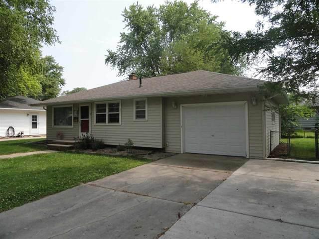 944 Gail Avenue, Neenah, WI 54956 (#50244851) :: Carolyn Stark Real Estate Team