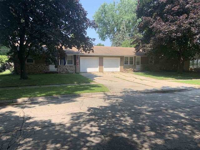 1227 Royal Boulevard, Green Bay, WI 54303 (#50244874) :: Todd Wiese Homeselling System, Inc.