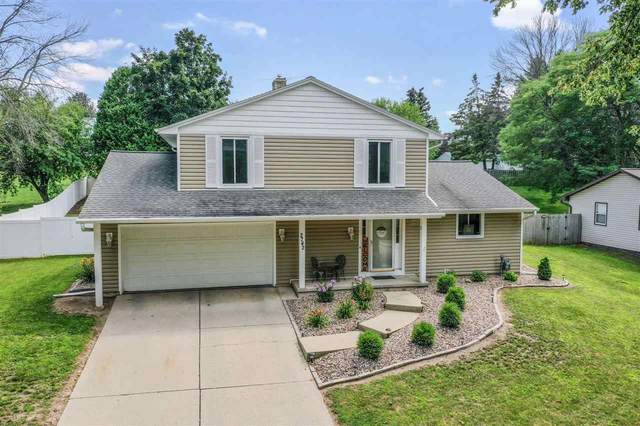 2742 Sherry Lane, Green Bay, WI 54302 (#50244901) :: Todd Wiese Homeselling System, Inc.