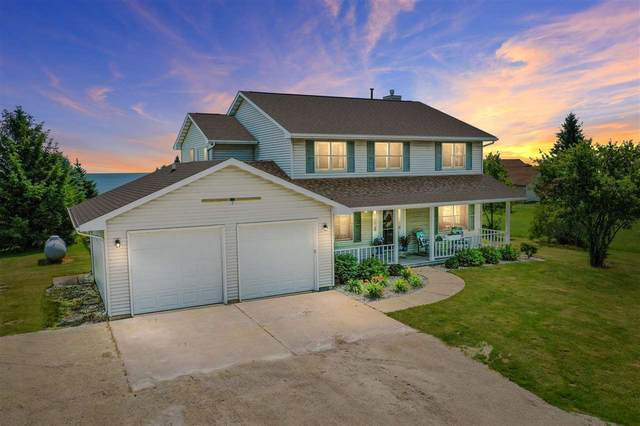 704 Lakeshore Drive, Kewaunee, WI 54216 (#50244961) :: Dallaire Realty