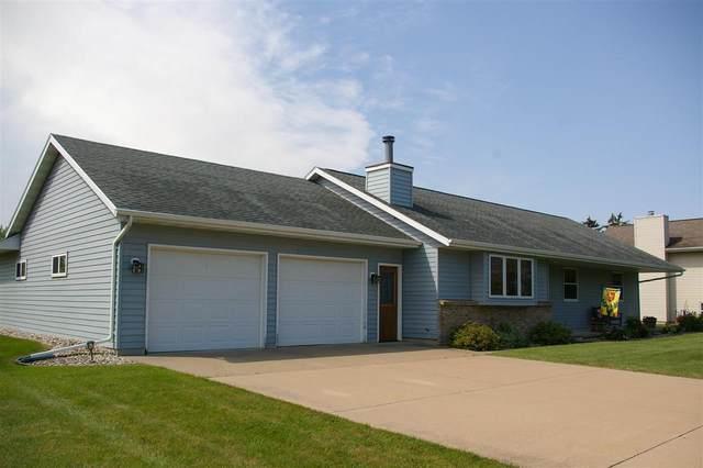 2711 Oakwood Circle, Oshkosh, WI 54904 (#50245049) :: Todd Wiese Homeselling System, Inc.