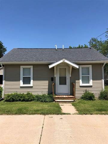 432 W 7TH Avenue, Oshkosh, WI 54902 (#50245051) :: Todd Wiese Homeselling System, Inc.