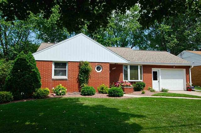 1935 Newberry Avenue, Green Bay, WI 54302 (#50245174) :: Town & Country Real Estate
