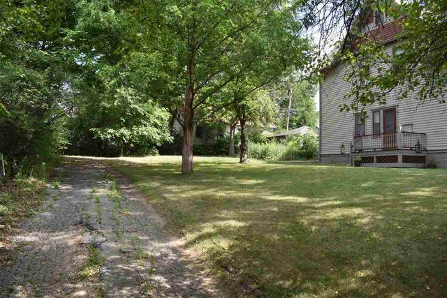 Glenview Avenue, Wauwatosa, WI 53213 (#50245383) :: Todd Wiese Homeselling System, Inc.
