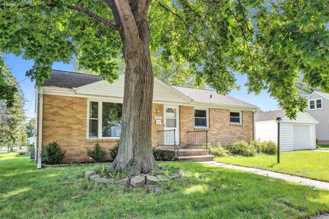 808 Royal Boulevard, Green Bay, WI 54303 (#50247288) :: Todd Wiese Homeselling System, Inc.