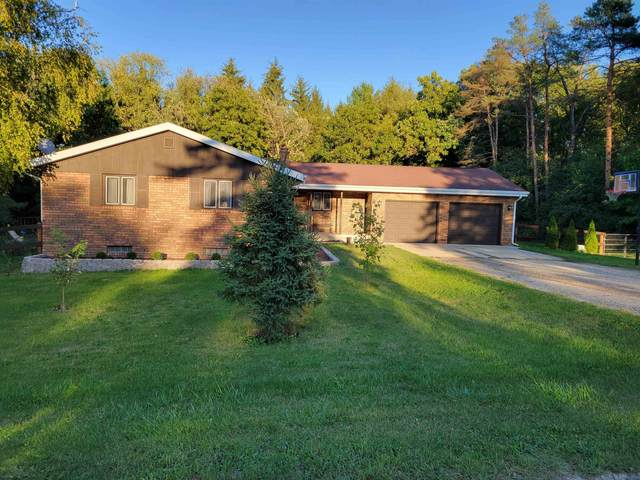 7884 N Pine View Drive, EDGERTON, WI 53534 (#50247955) :: Todd Wiese Homeselling System, Inc.