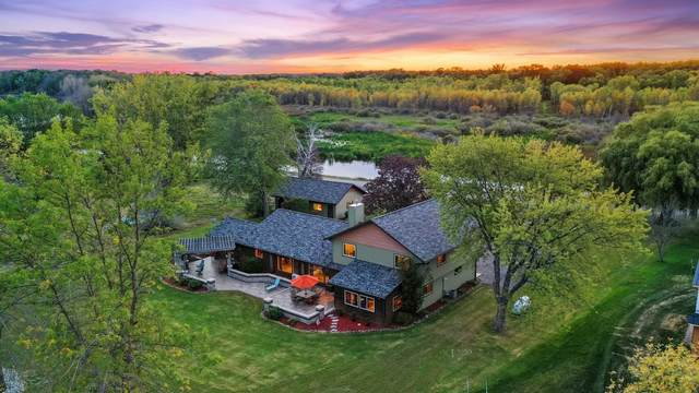 2650 Kunzer Beach Lane, Little Suamico, WI 54141 (#50248051) :: Symes Realty, LLC