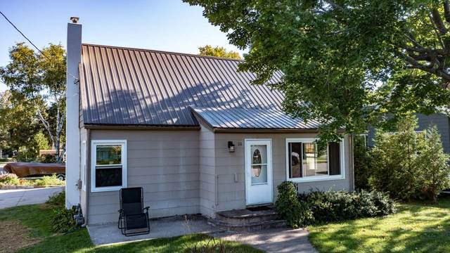 111 15TH Street, Clintonville, WI 54929 (#50248106) :: Carolyn Stark Real Estate Team