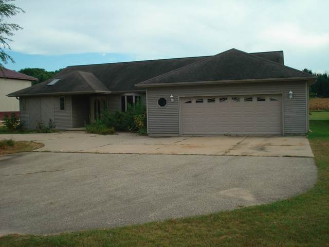 W6919 Hwy F, Wautoma, WI 54982 (#50248283) :: Town & Country Real Estate