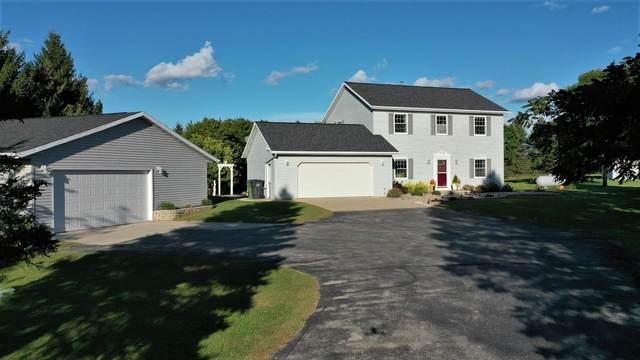 4686 Hwy C, Pulaski, WI 54162 (#50248462) :: Town & Country Real Estate