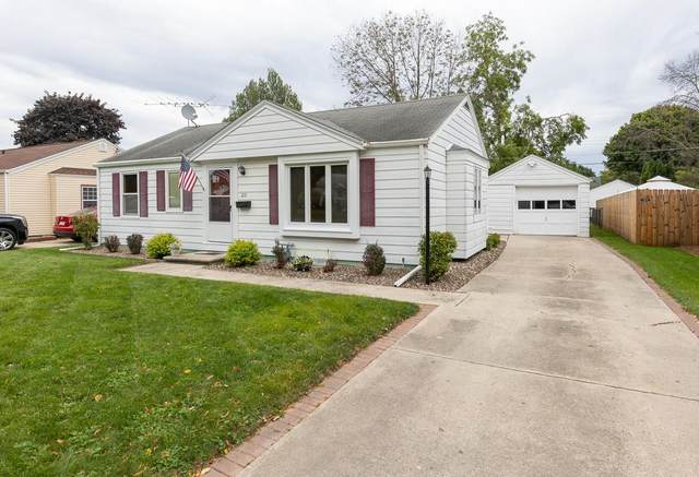 1215 Colonial Avenue, Green Bay, WI 54304 (#50248514) :: Ben Bartolazzi Real Estate Inc