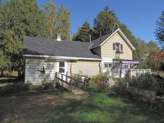 11551 Four Towns Road, Gillett, WI 54124 (#50248524) :: Carolyn Stark Real Estate Team