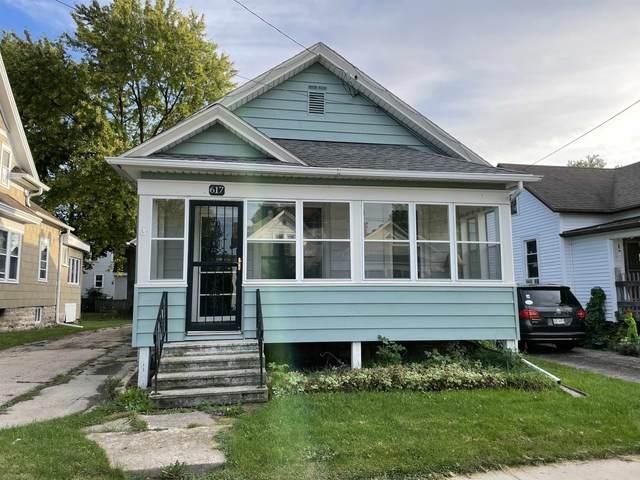 617 School Avenue, Oshkosh, WI 54901 (#50248531) :: Carolyn Stark Real Estate Team