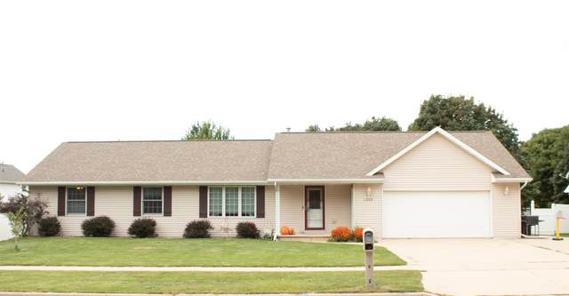 1389 Hillcrest Heights, Green Bay, WI 54313 (#50248568) :: Carolyn Stark Real Estate Team