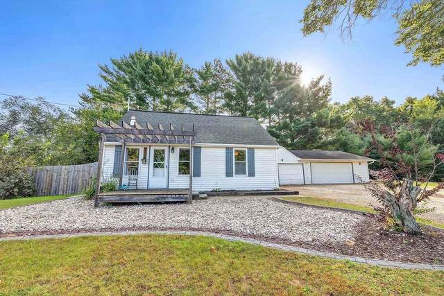 3166 Idlewild Road, Suamico, WI 54173 (#50248627) :: Town & Country Real Estate