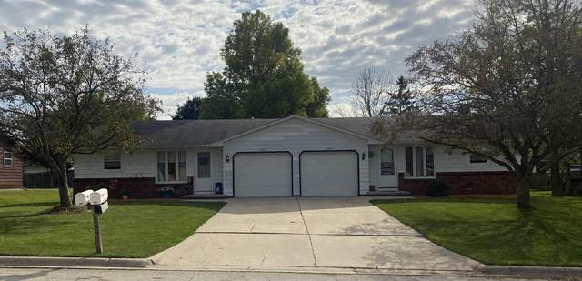 1587 Commanche Avenue, Green Bay, WI 54313 (#50248635) :: Todd Wiese Homeselling System, Inc.