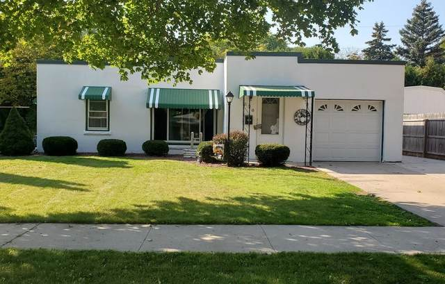 520 West Lawn Boulevard, Manitowoc, WI 54220 (#50249009) :: Todd Wiese Homeselling System, Inc.