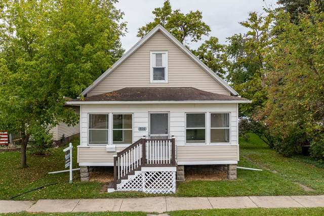 806 Smith Street, Green Bay, WI 54330 (#50249718) :: Town & Country Real Estate