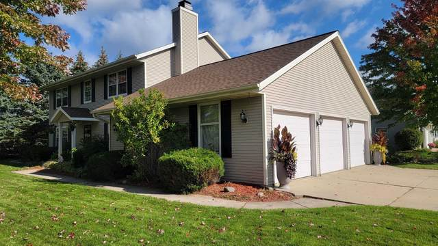 1967 Emerald Drive, Green Bay, WI 54311 (#50249775) :: Todd Wiese Homeselling System, Inc.