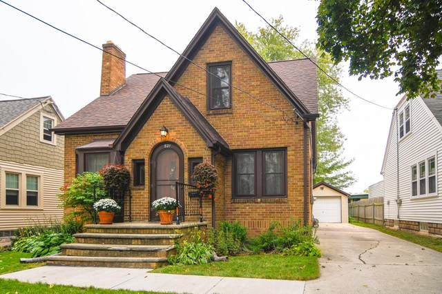 821 Catherine Street, Green Bay, WI 54301 (#50249803) :: Todd Wiese Homeselling System, Inc.