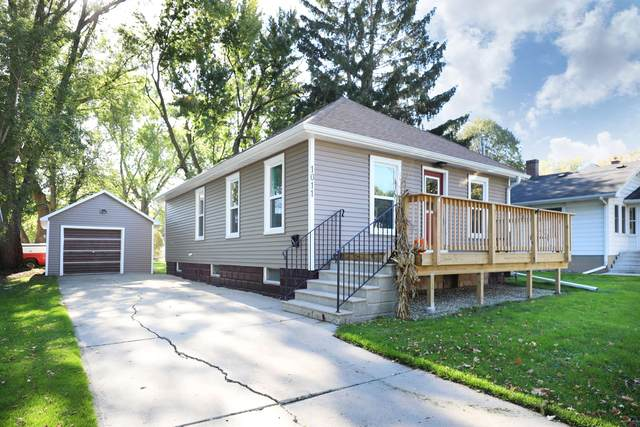 1011 Elmore Street, Green Bay, WI 54303 (#50249838) :: Todd Wiese Homeselling System, Inc.