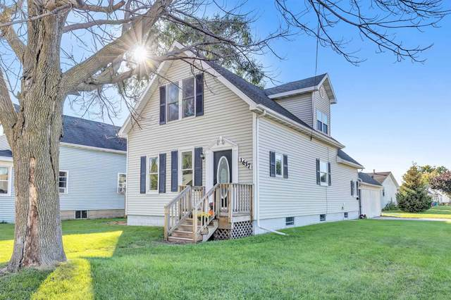 1617 N Irwin Avenue, Green Bay, WI 54302 (#50249866) :: Todd Wiese Homeselling System, Inc.
