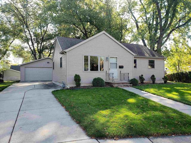 829 Gross Court, Green Bay, WI 54304 (#50249870) :: Todd Wiese Homeselling System, Inc.