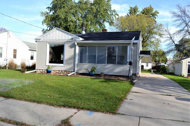 932 Langlade Avenue, Green Bay, WI 54304 (#50249894) :: Todd Wiese Homeselling System, Inc.