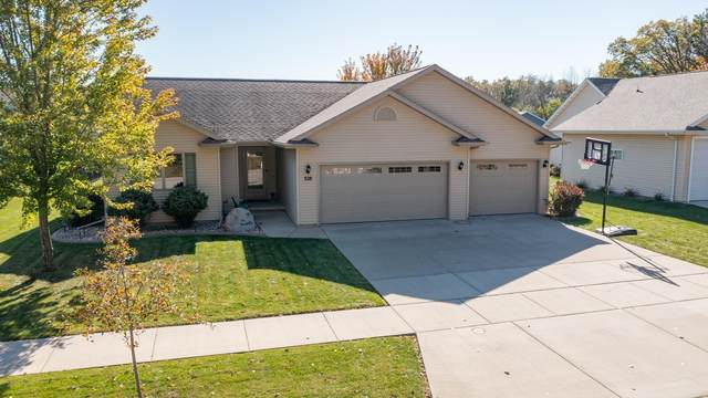 328 Castle Oak Drive, Neenah, WI 54956 (#50249904) :: Todd Wiese Homeselling System, Inc.