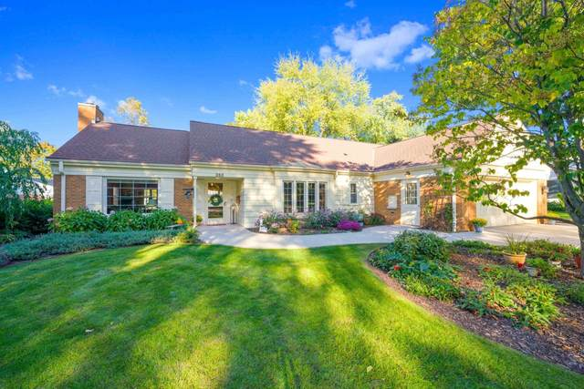 356 Warren Court, Green Bay, WI 54301 (#50250027) :: Todd Wiese Homeselling System, Inc.