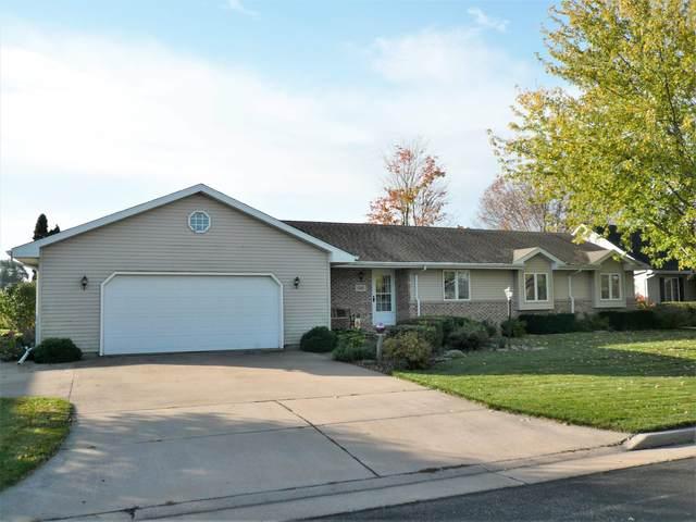 1182 Farm Ridge Lane, Neenah, WI 54956 (#50250032) :: Todd Wiese Homeselling System, Inc.