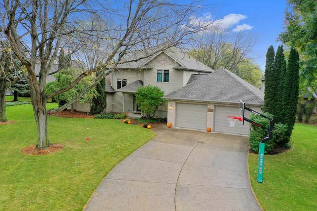 820 Windover Court, Green Bay, WI 54313 (#50250055) :: Todd Wiese Homeselling System, Inc.
