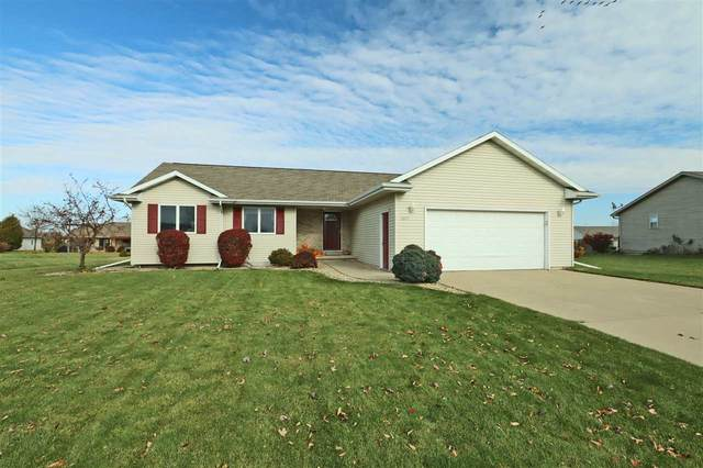 W5372 Gable Drive, Appleton, WI 54915 (#50213670) :: Todd Wiese Homeselling System, Inc.