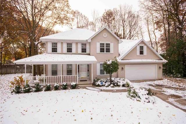 1564 Villa Park Drive, Oshkosh, WI 54904 (#50212155) :: Todd Wiese Homeselling System, Inc.
